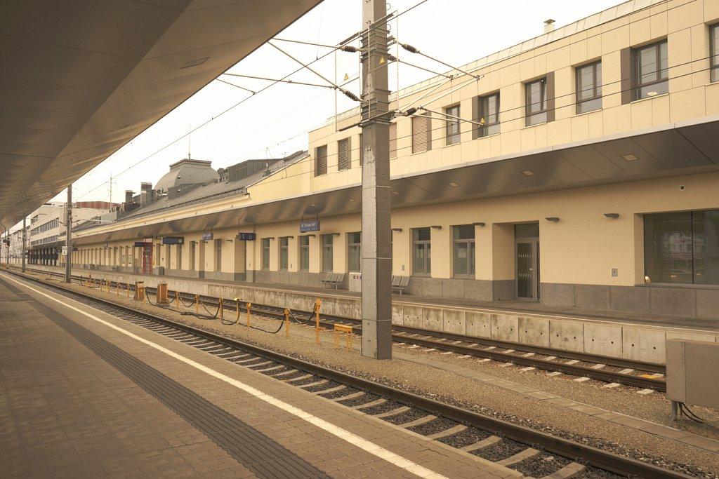 Une gare surnaturelle à Sankt Pölten en Autriche